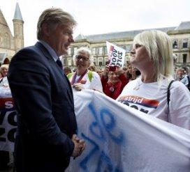 Van Rijn: 'Verzorgenden mogen niet zomaar ontslagen worden'