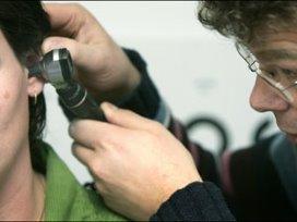 Behandeling oorsuizen strandt door bureaucratie
