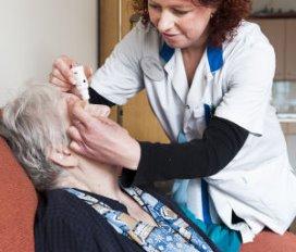 Benchmark: 11.000 minder zorgmedewerkers in 2014