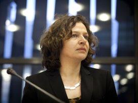 Schippers: 'Zorgverzekeraars moeten alleen gecontracteerde zorg vergoeden'