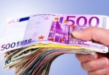 Geld-hand-AdobeStock_450.jpg