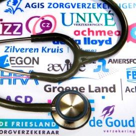 Nederlanders bezuinigen vaker op zorgverzekering