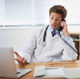 Arts aan telefoon.fotolia.jpg