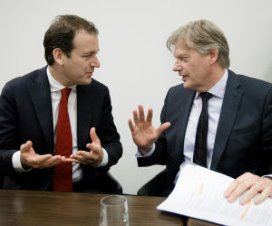 Asscher en Van Rijn wijzigen ontslagbeleid zorg
