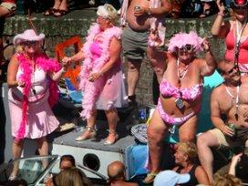 Amsterdamse zorgcentra vieren Grey Pride