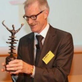Inspecteur-generaal Van der Wal met pensioen