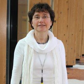 Esther de Vries benoemd tot hoogleraar Ketenzorg