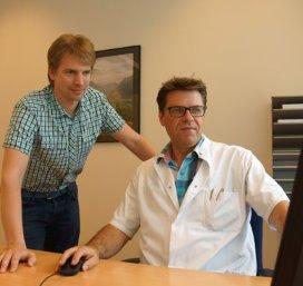 Ruud Blankenburgh van de Saxenburgh Groep (rechts) en Boelo Poppema van het UMCG (links)