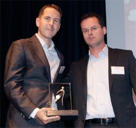 Martijn Mertens neemt de Spider Award in ontvangst