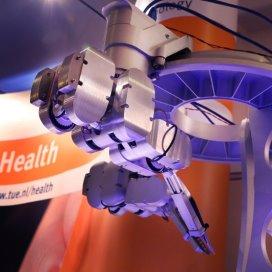 Operatierobot schiet microchirurg te hulp