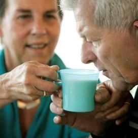 Helft ouderen heeft moeite met vragen om hulp