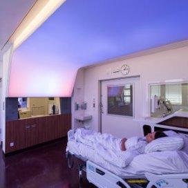 Philips introduceert rustgevend LED-plafond voor operatiekamers