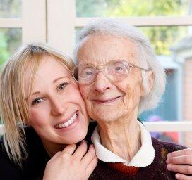 ouderen.hug.fotolia.jpg