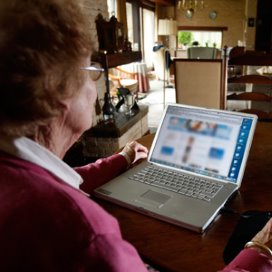'Ouderen twijfelen over techniek bij e-health'