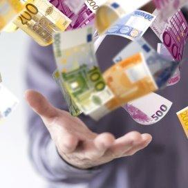 geld-hand-Fotolia_69052054 money (c) vege.jpg