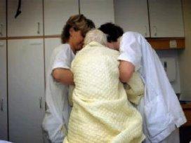 Zelfstandige verpleegkundigen aan tafel bij VWS