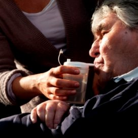 Politiek laat recht op ouderenzorg vallen
