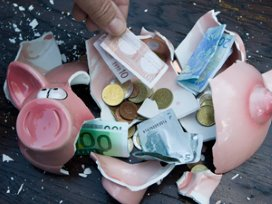 Demissionair kabinet gaat flink besparen op zorg