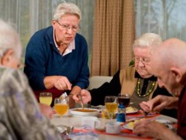 De Hoven schaft alle regels af in ouderenzorg
