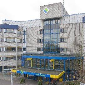 LangeLand Ziekenhuis met hakken over de sloot