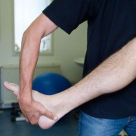 Fysiotherapie in basispakket helpt zorgkosten verlagen