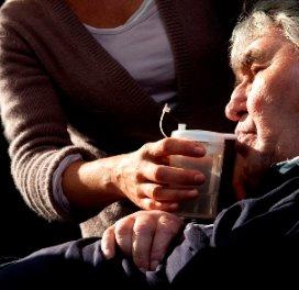 Merendeel mantelzorgers zorgt ook in verpleeghuis