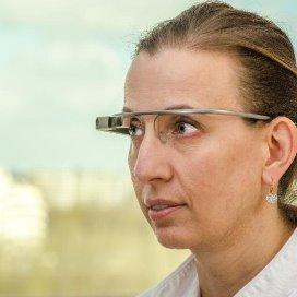 Marlies Schijven met de Google Glass