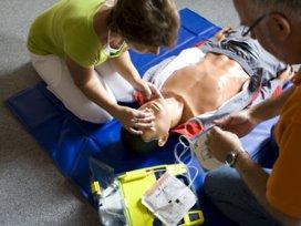 Gebruik AED verdubbelt kans bij hartstilstand