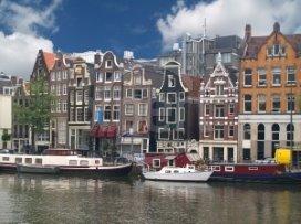 'Amsterdamse zorgloketten niet op orde'