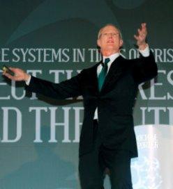 Michael Porter sticht organisatie voor wereldwijde zorgstandaarden