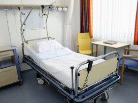 Patiënt wil ziekenhuisbed niet verlaten
