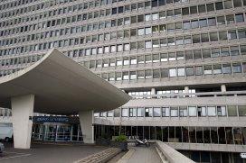 Hoogervorst dreigt ziekenhuizen te korten