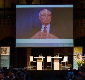 Micheal Porter op het DICA-congres op 11 juni in de Beurs van Berlage.