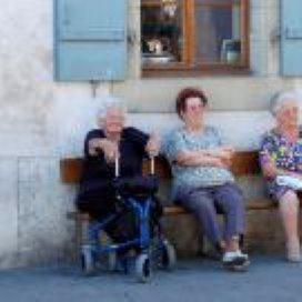 SCP: ouderen nemen zorg vaker in eigen hand