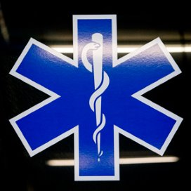 Een esculaap op een ambulance