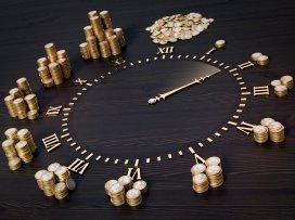 1. klok met geld.fotolia.jpg