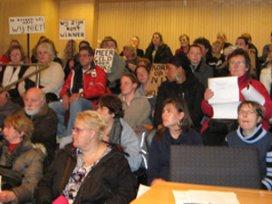 Medewerkers ViVa! voeren actie bij gemeente