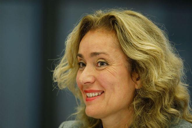 Vera Bergkamp (D66) vindt investeren in zorg aan thuiswonende ouderen net zo belangrijk als verpleeghuiszorg.