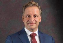 Minister Hugo de Jonge pakt de zorgval aan.
