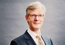 De zorginkoopmarkt functioneert niet goed. De NZa maakt nauwelijks gebruik van mogelijkheden om verzekeraars op hun vingers te tikken, zegt Jaap Sijmons.