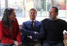 Vlnr: Adelheid Roosen (theatermaker), Gijsbert van Herk (bestuurder Humanitais) en Hugo Borst (publicist).