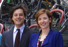 Giuseppe Lombardi en Els Sweeney-Bindels van de Europese investeringsbank.