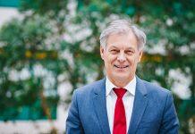 Wim van Harten, bestuursvoorzitter Rijnstate: 'Het is nog maar de vraag of het verplaatsen van ziekenhuiszorg de zorg goedkoper maakt' Foto: Masha Bakker
