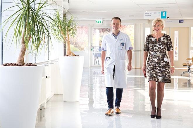 Hareld Kemps, cardioloog en Laurence Oostveen, manager Flow, het centrum voor revalidatie, preventie en telemedicine van het Máxima Medisch Centrum