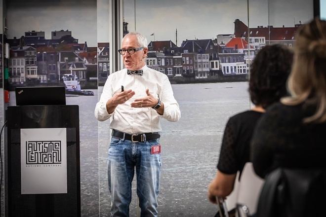 De Belgische autisme-expert Peter Vermeulen bij de start van de samenwerking tussen het Belgisch expertisecentrum Autisme Centraal en de Boba Autismegroep op 8 april in Dordrecht.